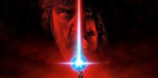 Imagem do filme Star Wars Episódio VIII, Os Últimos Jedi, ou The Last Jedi. A imagem mostra Rey com seu sabre de luz apontado para o céu. Os rostos de Luke e Kylo Ren aparecem em um céu vermelho.