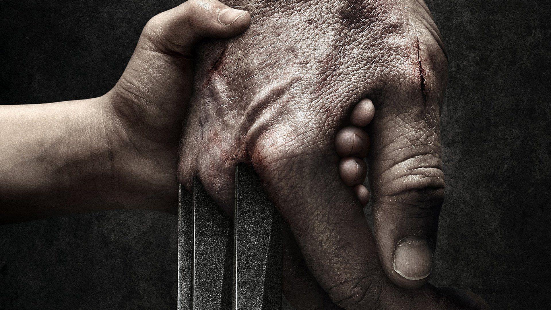 Imagem do filme Logan, que conta a estória de um Wolverine dos X-Men já velho. A imagem mostra a mão de Logan segurando a mão de X-23.