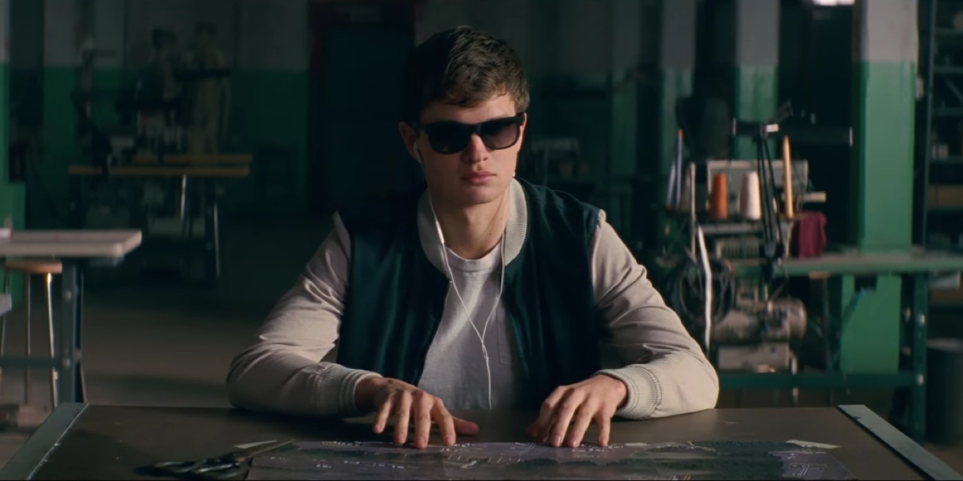 Ansel Elgort interpreta Baby, motorista de fuga no filme Em Ritmo de Fuga, ou Baby Driver, do diretor Edgar Wright