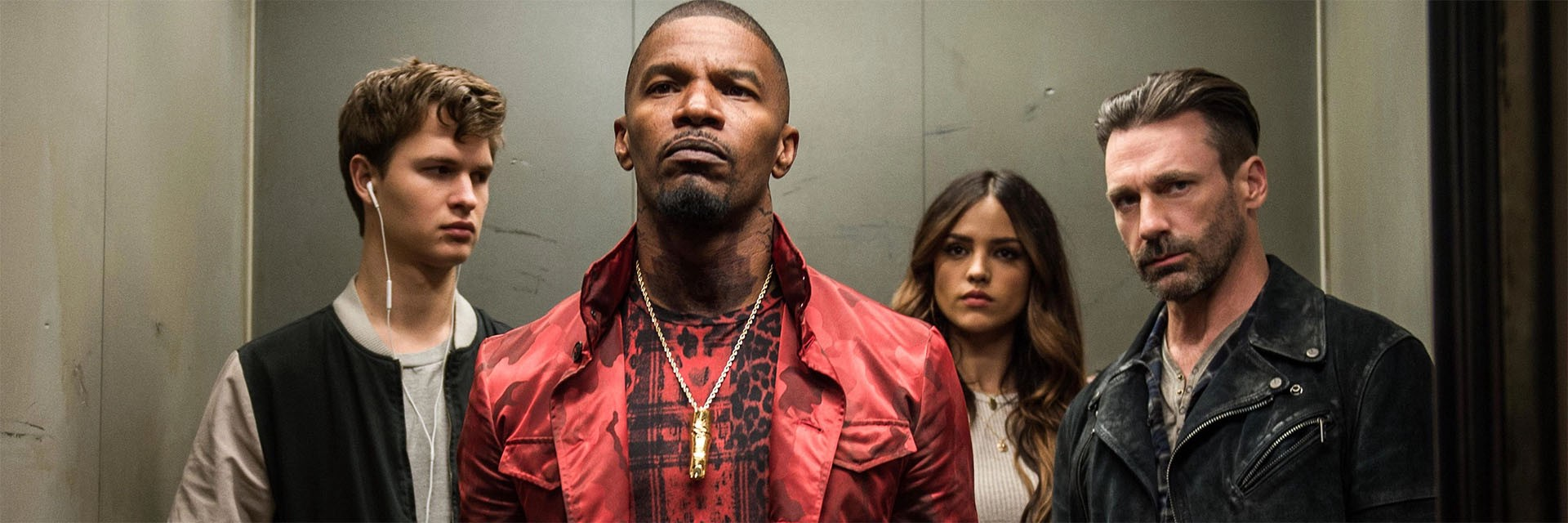 Cena do filme Em Ritmo de Fuga, ou Baby Driver, do diretor Edgar Wright, que mostra uma equipe de assalto em um elevador