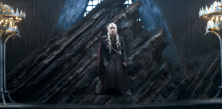 Daenerys no Trono de Ferro da Série Game of Thrones