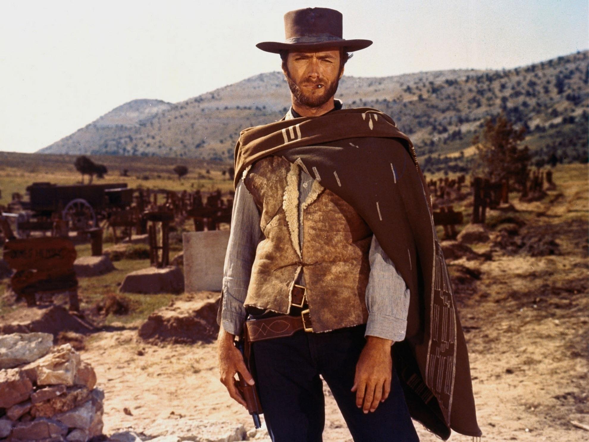 Clint Eastwood vestido de caubói no filme Três Homens em Conflito, ou The Goog The Bad and The Ugly