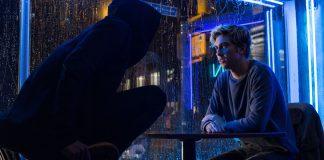 L e Light conversam na adaptação que Netflix fez de Death Note
