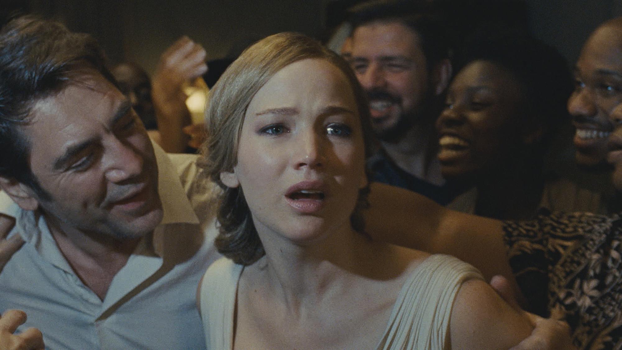 Javier Bardem e Jennifer Lawrence em Mãe!, ou mother!.