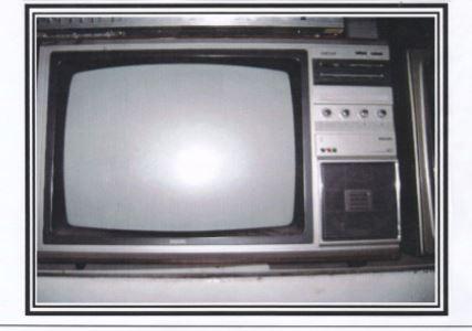 Televisor antigo (TV) da marca Philips.