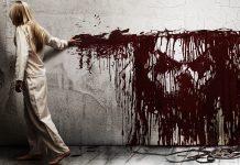 Pôster do filme A Entidade, ou Sinister. A imagem mostra uma criança pintando de sangue uma parede branco.