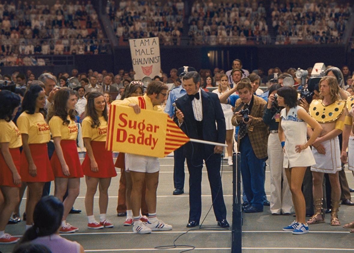 Cena de A Guerra dos Sexos em que Riggs presenteia King com um pirulito da marca Sugar Daddy. Em troca, King ofereceu um porco, símbolo do chauvinismo masculino.