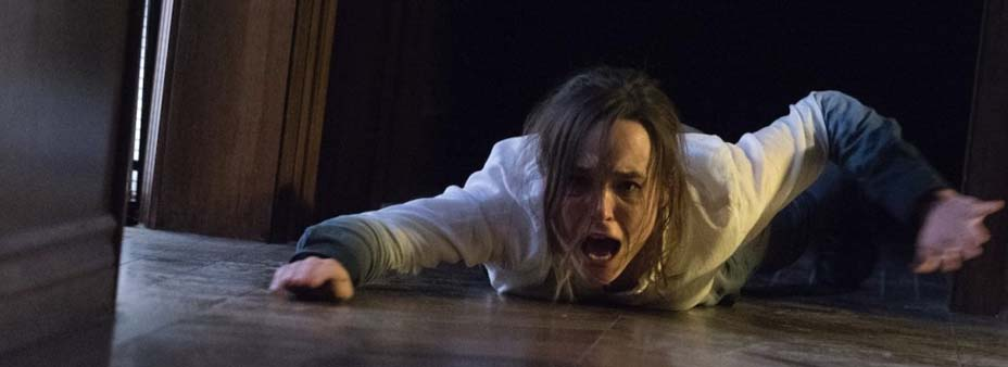 Cena do filme Além da Morte, ou Flatliners, remake do filme cult Linha Mortal. A cena mostra uma jovem, interpretada por Ellen Page, sendo arrastada para um quarto escuro.