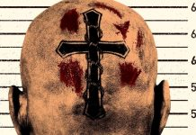 Imagem de divulgação do filme Brawl in Cell Block 99, com Vince Vaughn. A imagem mostra uma cabeça careca, de costas, com uma cruz tatuada e cicatrizes ensanguentadas.