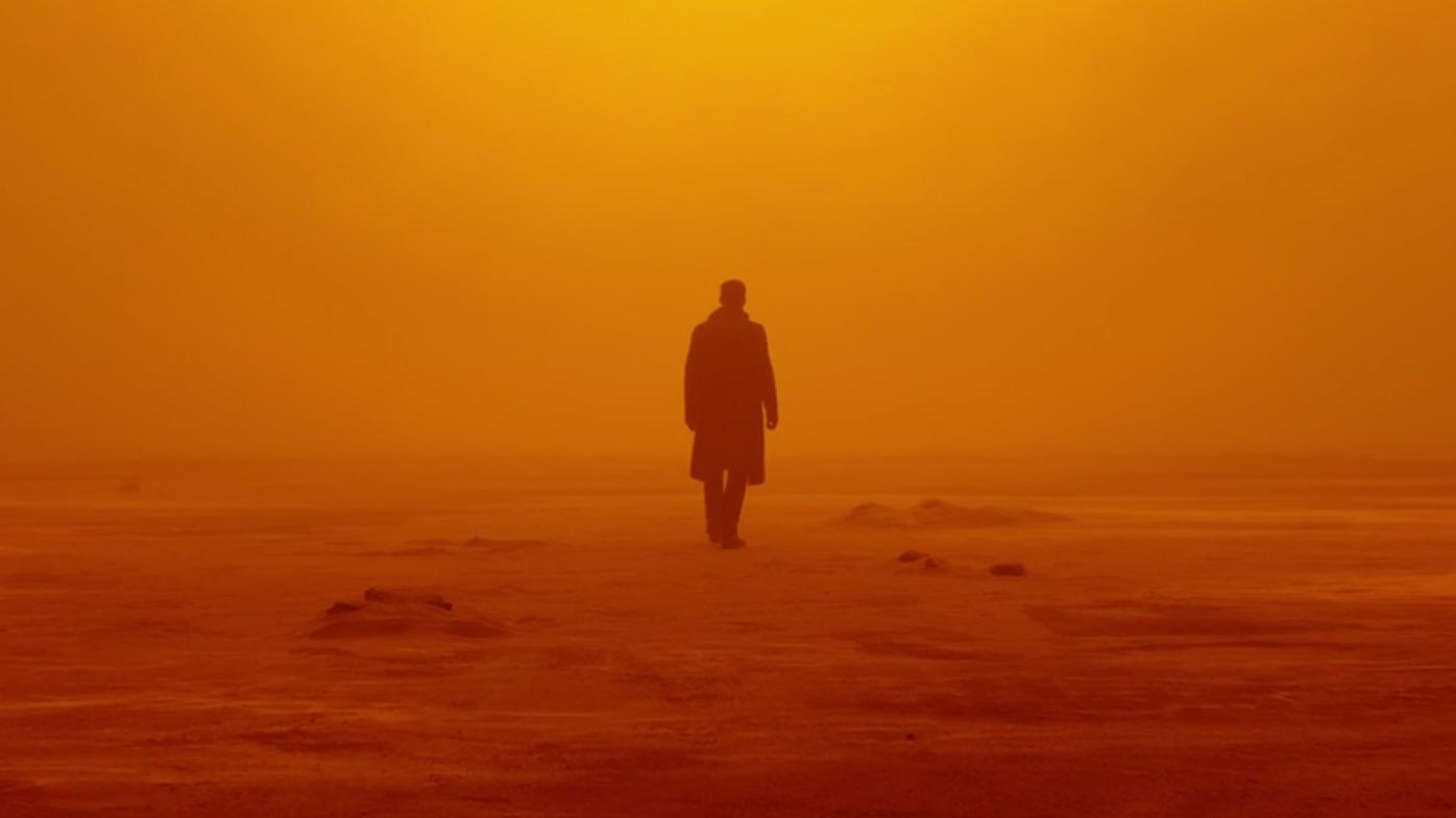 Imagem de Blade Runner 2049 mostra K no meio do deserto
