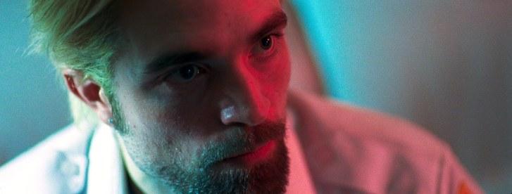 Comportamento é um close de Robert Pattinson olhando para o canto da tela