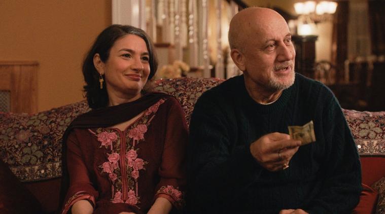 Imagem de Doentes de Amor mostra os pais de Kumail sentados num sofá