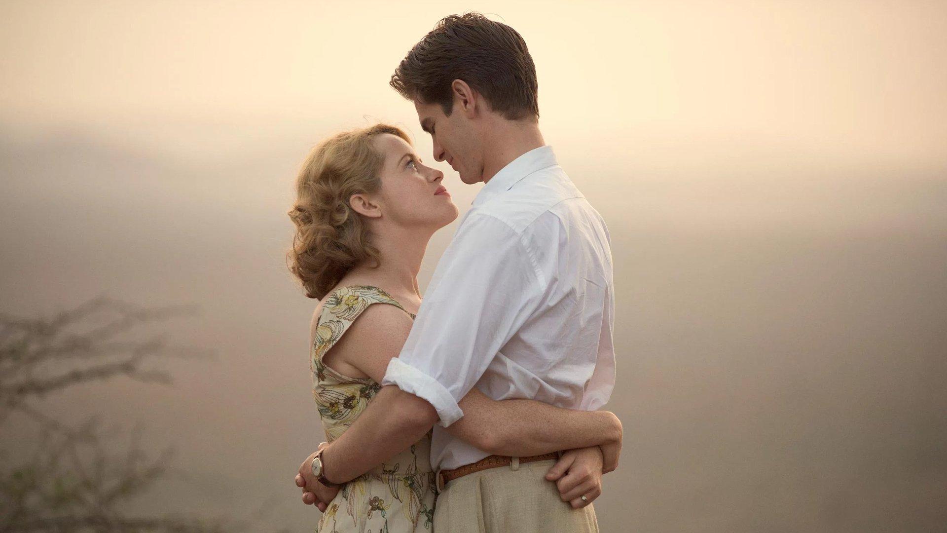 Imagem do filme Uma Razão Para Viver (Breathe). Na imagem, o casal de protagonistas, formado por Diana (Claire Foy) e Robin Cavendish (Andrew Garfield).