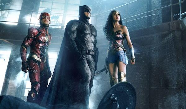Imagem de Liga da Justiça mostra Flash, Batman e Mulher Maravilha lado a lado