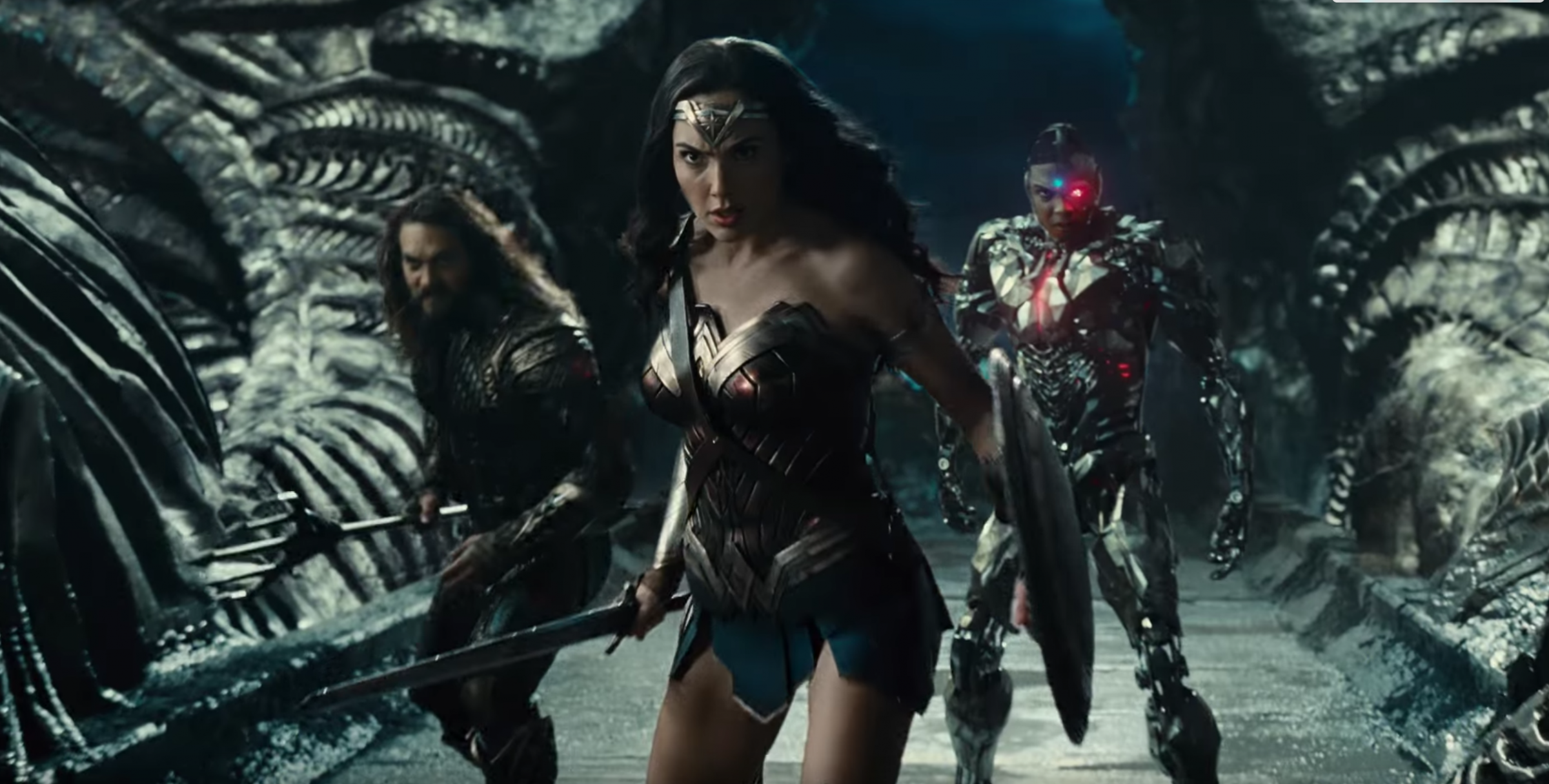 Imagem de Liga da Justiça mostra Mulher Maravilha tomando a dianteira com Aquaman e Ciborgue ao fundo
