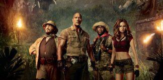 Imagem de divulgação de Jumanji Bem Vindo À Selva, ou Welcome to the Jungle, a continuação do filme de 1995. A imagem mostra quatro pessoas com roupas de aventureiro em uma selva.