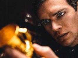 Imagem de Voldemort: Origins of the Heir mostra Tom Riddle em posse da taça mágica de Hufflepuff